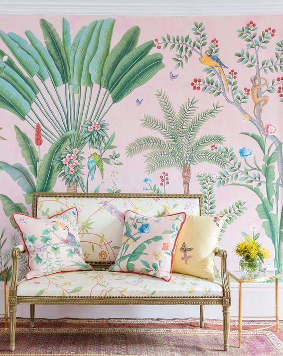 tecido-para-parede-arvores-tropicais-com-sofa
