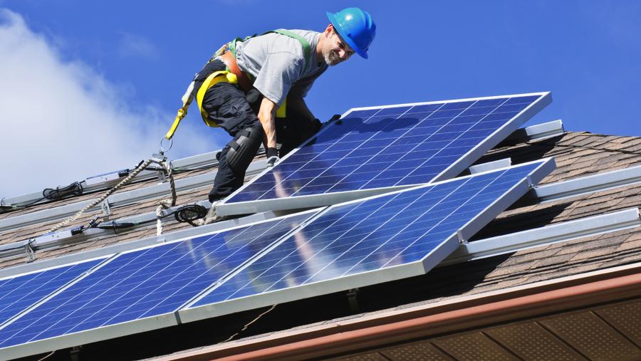 instalacao-de-painel-fotovoltaico-em-residencia-934259.jpg