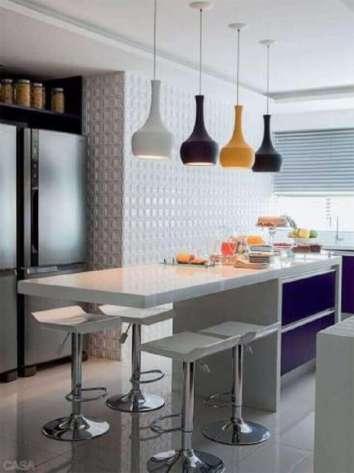 pendentes-coloridos-para-cozinha-americana