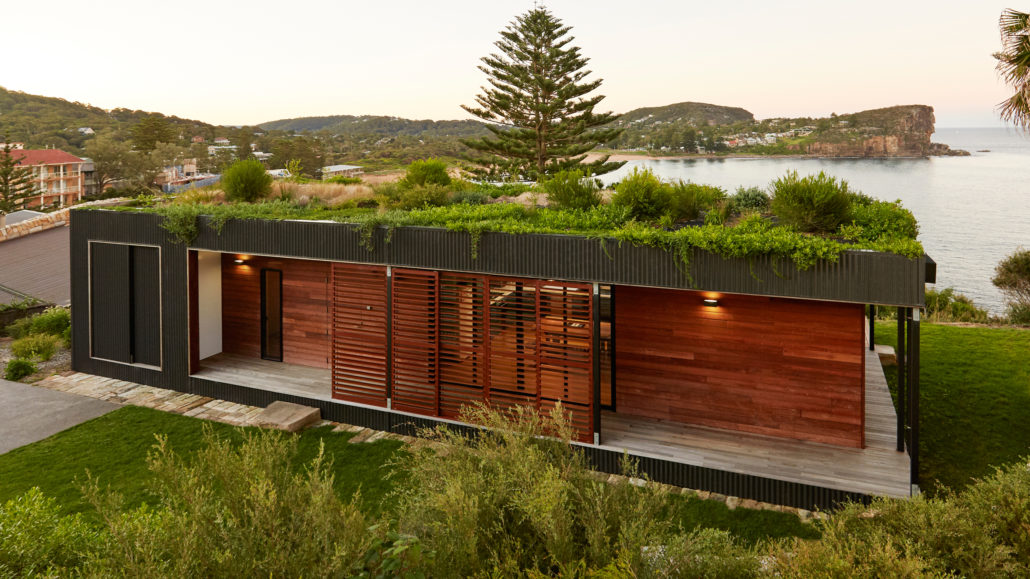 avalon-house-residential-architecture-beach-green-roof-archiblox-sydney-new-south-wales-australia_dezeen_hero-1030x579 (1)