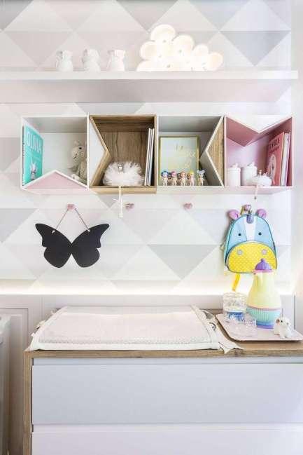 decoracao-de-quarto-de-bebe-em-branco-cinza-e-rosa-claro-projeto-de-figueiredo-fischer-1.jpg